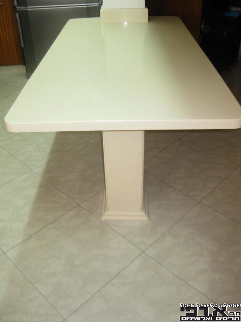 1 שולחן שיש קיסר
